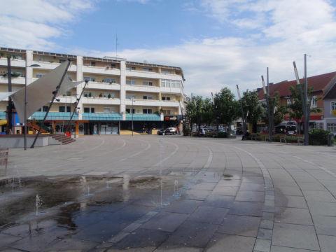 Hauptplatz von Oberpullendorf mit Eventbühne